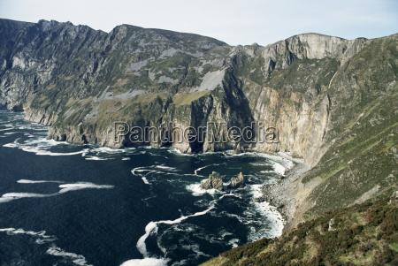slieve league sea cliffs rising to