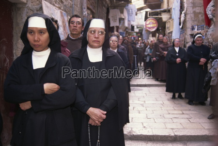 monks and nuns in a franciscan