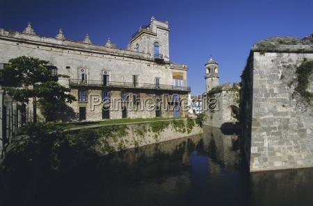 castillo real de la fuerza moat