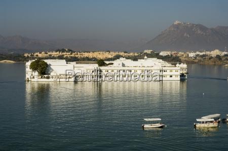 the lake palace hotel on lake