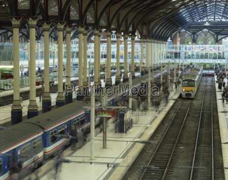 trains and platforms at liverpool street