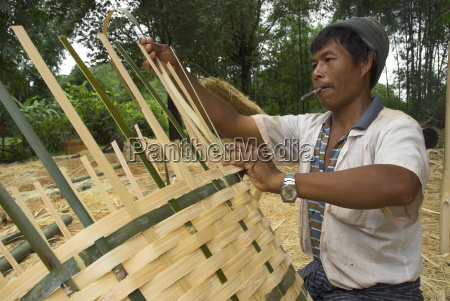 local man crafting bamboo paniers by