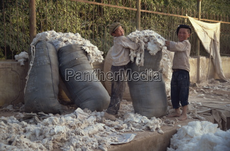 kids packing wool at end of