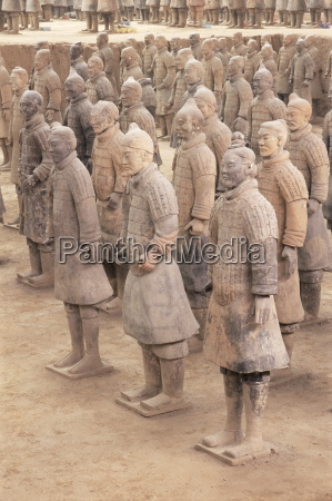 terracotta figures from the 2000 year