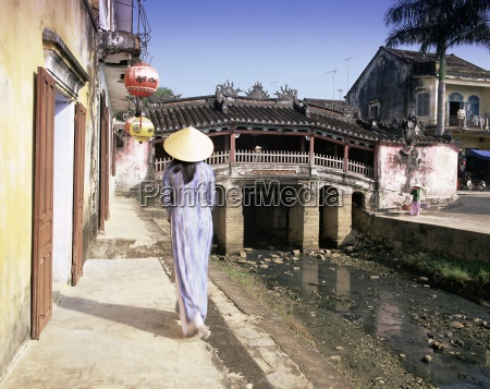 japanese covered bridge hoi an central