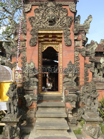 gate of a wealthy balinese household
