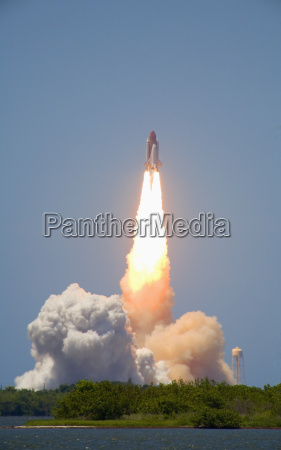 launch of space shuttle discovery from