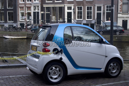 charging an electric car amsterdam netherlands
