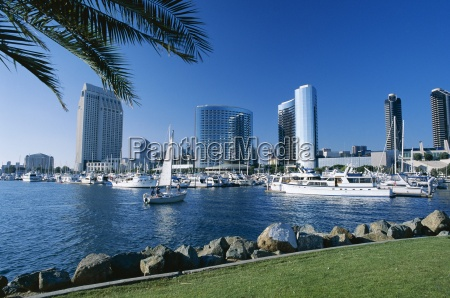 yacht in front of waterfront skyline