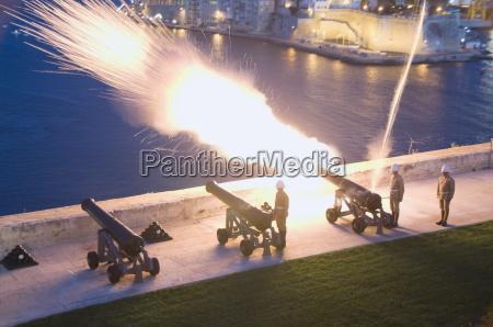 firing cannon in barracca gardens valletta