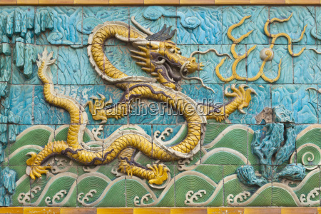 detail of the nine dragons screen