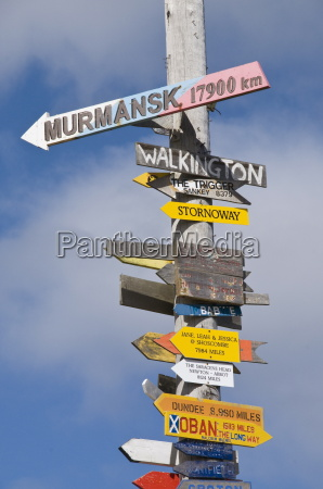 signs with mileage to world destinations