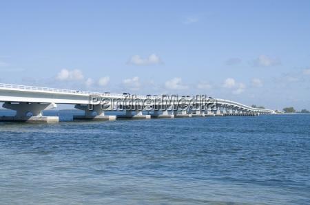 bridge connecting sanibel island to mainland