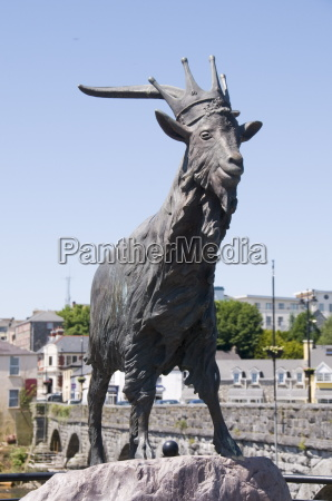 statue to king puck killorglin famous