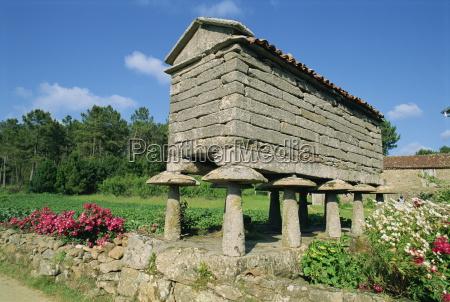 a galego horrero granite granary with