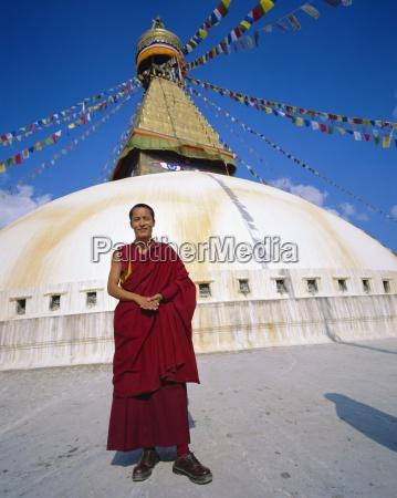 buddhist monk in front of bodnath