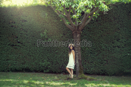 girl, in, the, garden, with, a - 20692857
