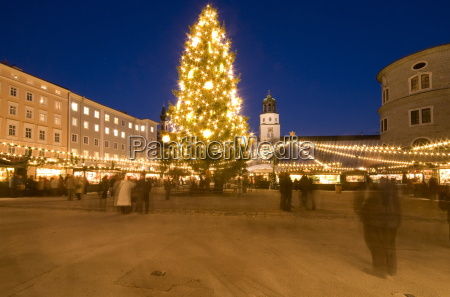 christmas tree and stalls of historical