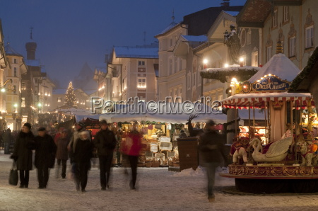 christmas market stalls and people at