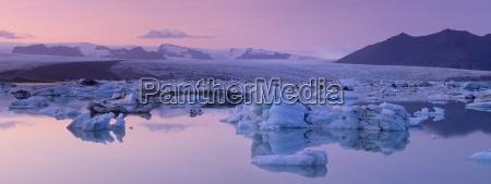 jokulsarlon glacial lagoon breidamerkurjokull vatnajokull glacier