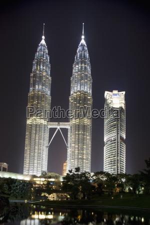 petronas towers at night kuala lumpur