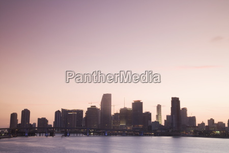 miami skyline view from macarthur causeway