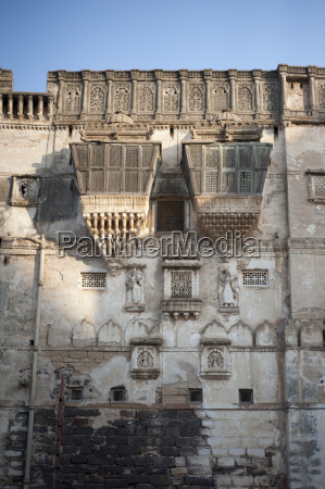 earthquake damaged beautiful aina mahal palace