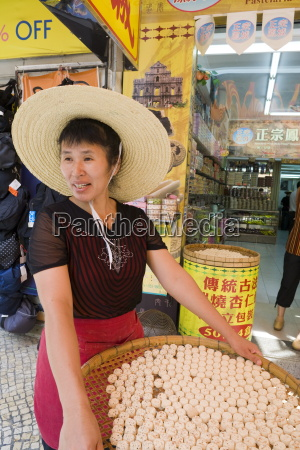 woman selling hung yan bang almond