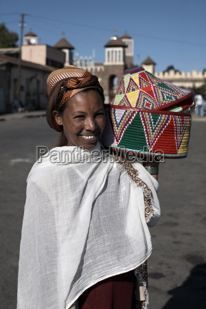 an eritrean woman with traditional lunch
