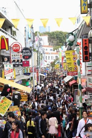 weekend crowds takeshita dori a pedestrianised
