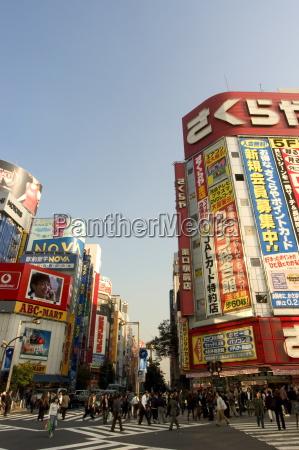 street scene shinjuku tokyo honshu japan