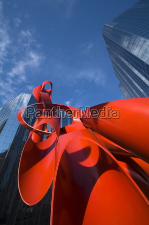 sculpture by alexander liberman leadership square