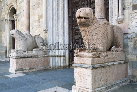 lion statues outside the duomo parma