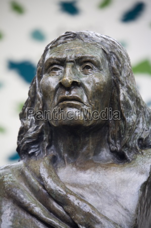 bust of chief seattle in pioneer