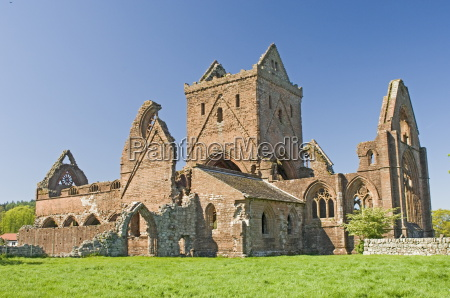 the 13th century cistercian sweetheart abbey