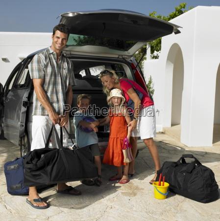 parents with children 6 8 unpacking