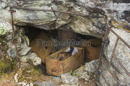 cave mummies with unique mummification process