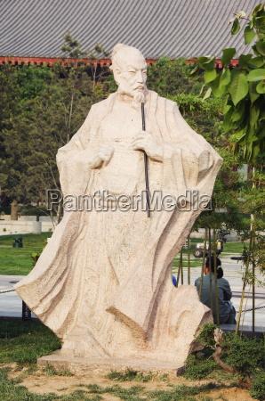 a statue of wang wei 701