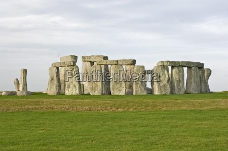 stonehenge 5000 years old stone circle