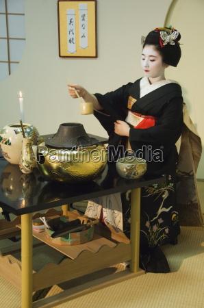 tea ceremony by a maiko trainee