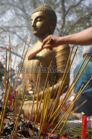 buddhistisk ceremoni pa vincennes buddhistiske pagoden