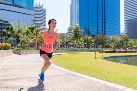 sport woman running in benjakitti park