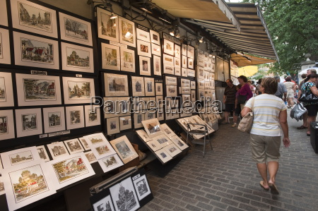 artists displays along rue du tresor