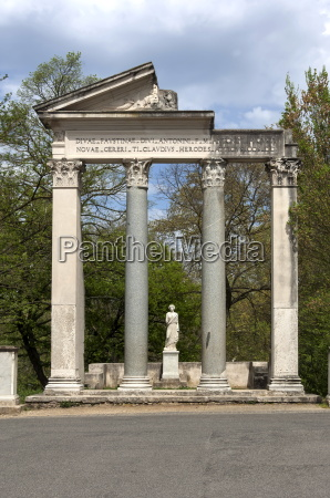 roman column and lintel structure villa