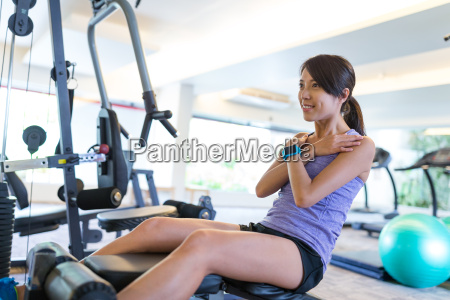 woman training abs in gym and