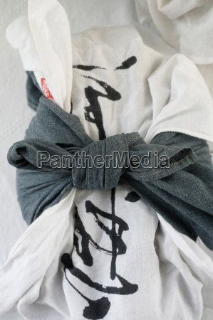bowl wrapped in cloth kanshoji zen