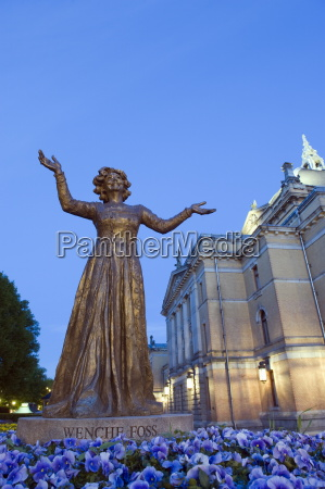 statue of wenche foss outside the
