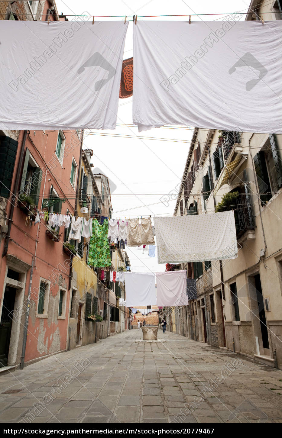 washing, line, geometry, in, the, streets - 20779467