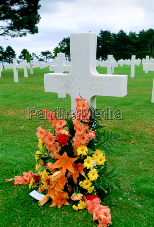 headstones at a united states military