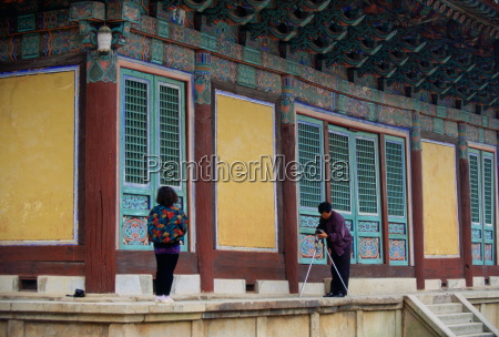 tourists visiting the pulguksa temple in